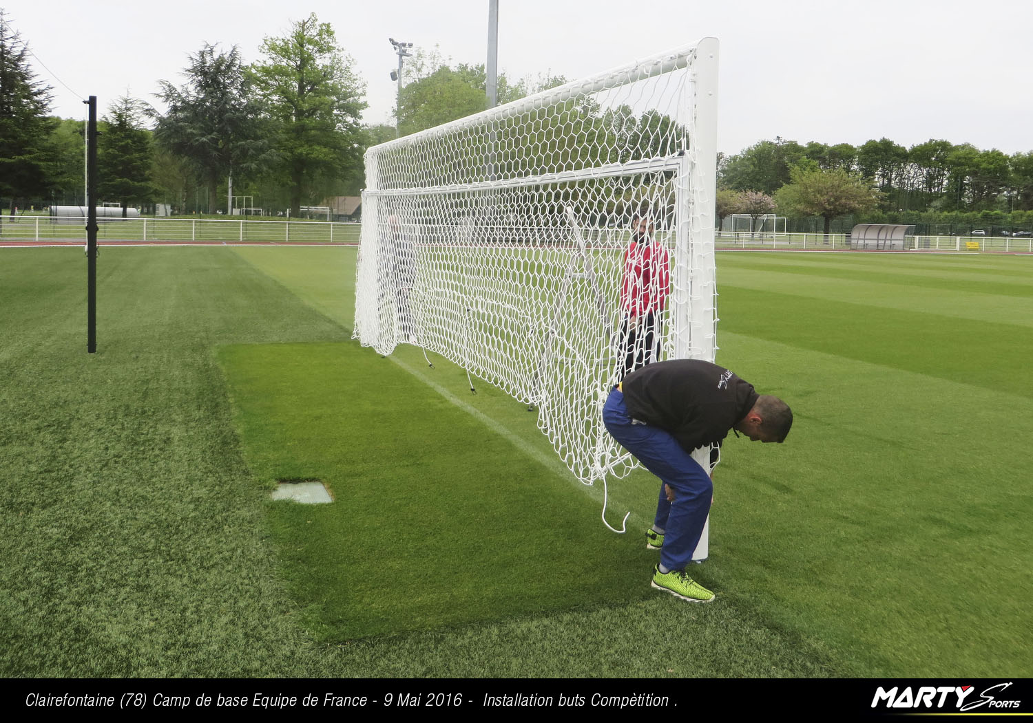 16_07273 © Eric POITOU / MARTY Sports. CLAIREFONTAINE - 78 - FRANCE . 9 Mai 2016. Installation du matériel MARTY Sports sur le camp de base de l'EURO 2016 à Clairefontaine.