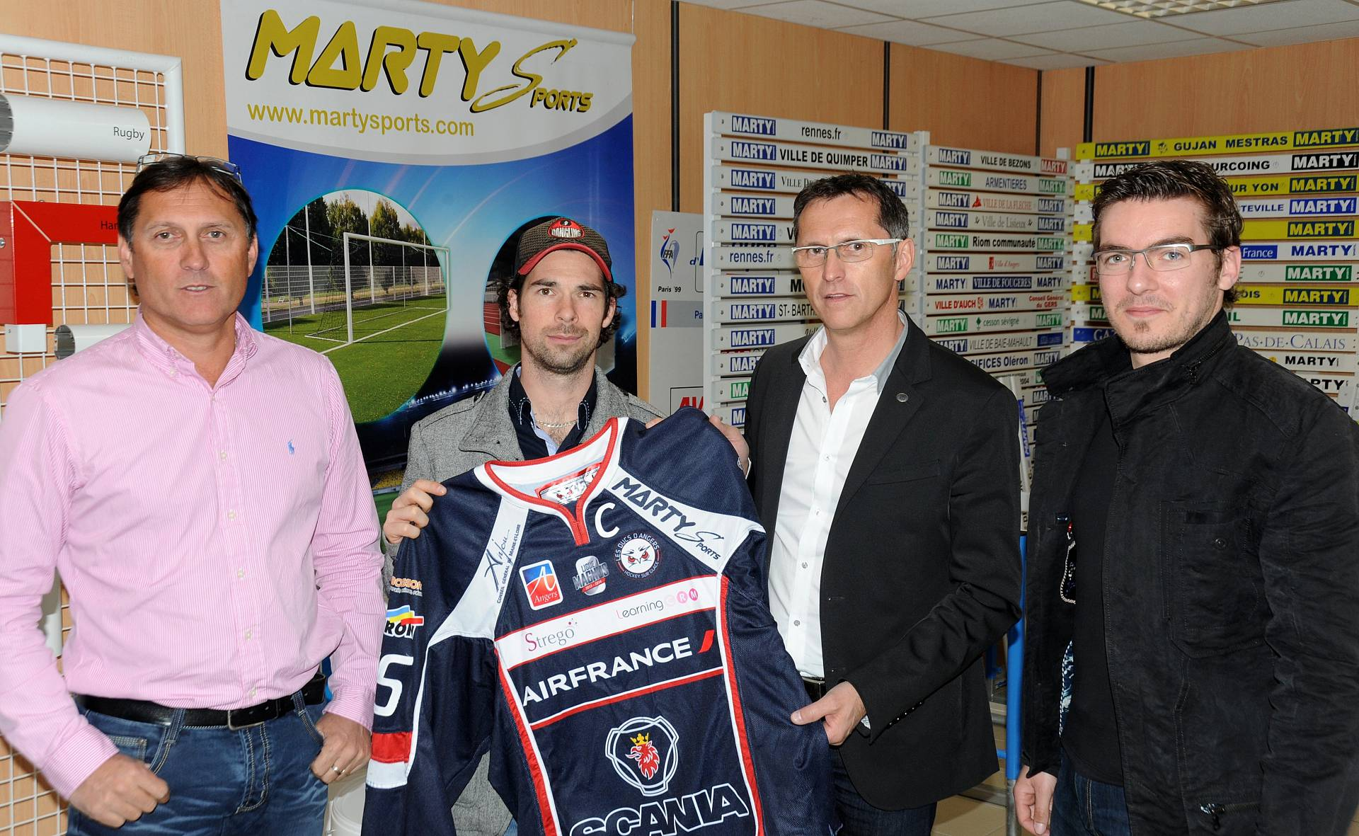 2014_04_15_remise_maillot_ducs.jpg